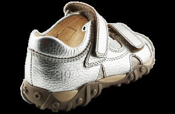 cd09a296b48 Super lækker sølv Arauto RAP treckingsandal til piger. Sandalen er i skind  både indvendigt og udvendigt og lukkes med 2 velcroremme.